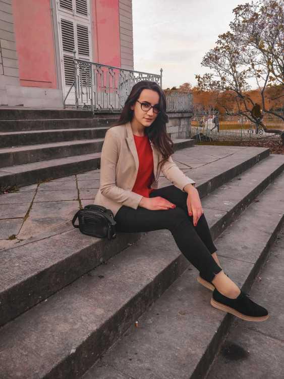 Hostess Tatiana aus Duisburg, Nationalität Moldawien/Rumänien, Haarfarbe braun (mittel)