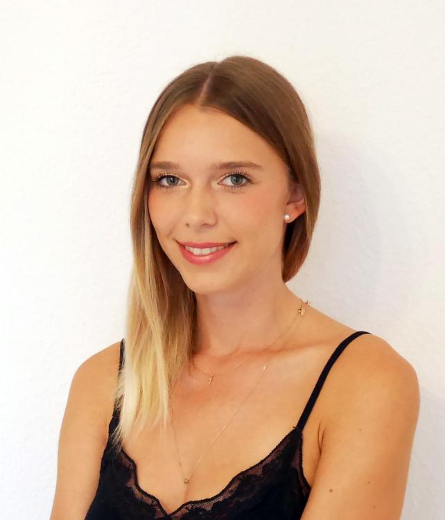 Franziska aus München Haarfarbe: blond (dunkel), Augenfarbe: blau-grau, Größe: 174, Deutsch: 0, Englisch: , Französisch: , Spanisch: