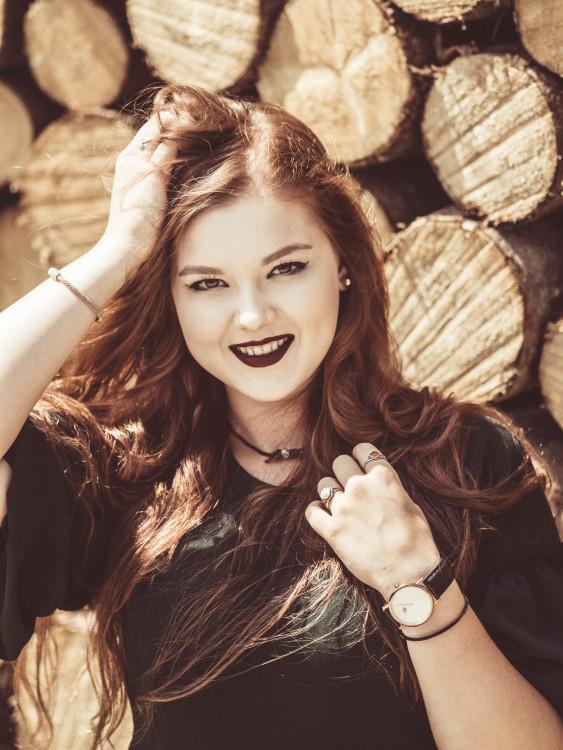 Anabel aus Nürnberg Haarfarbe: blond (dunkel), Augenfarbe: braun-grün, Größe: 176, Deutsch: 0, Englisch: , Französisch: , Spanisch: