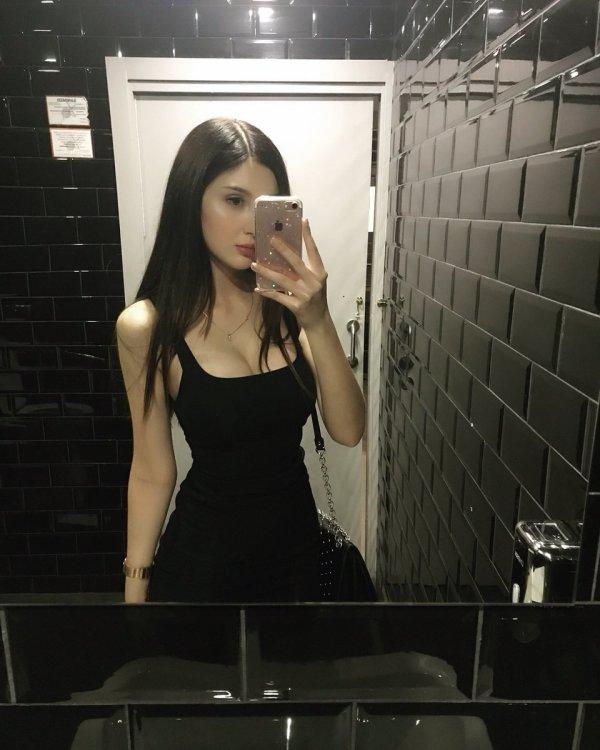 Hostess Julia aus Szamotu?y, Nationalität Polish, Haarfarbe braun (dunkel)