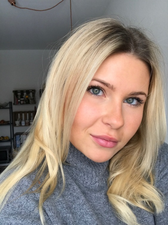 Hostess Katharina aus München, Konfektion 34, Studium Digitales Mangagement