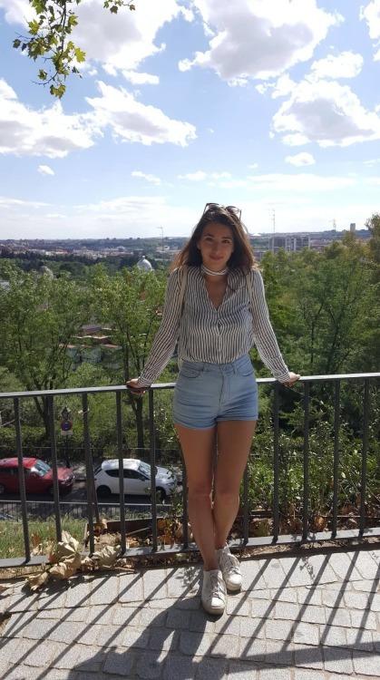 Hostess Rana aus Berlin, Konfektion 36, Studium Int. BWL