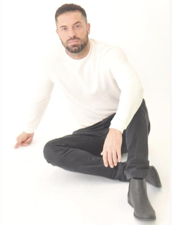 Mahmoud aus Wuppertal Haarfarbe: braun (dunkel), Augenfarbe: braun, Größe: 180, Deutsch: 0, Englisch: , Französisch: , Spanisch: