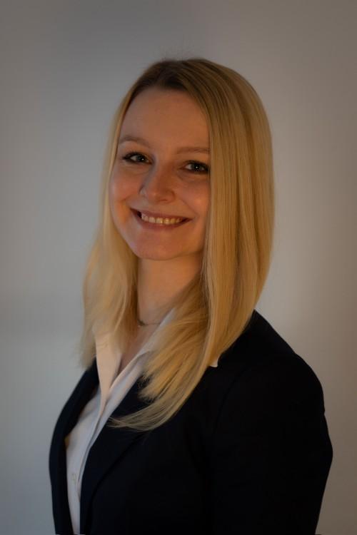 Isabel aus Zwingenberg Haarfarbe: blond (hell), Augenfarbe: blau-grau, Größe: 165, Deutsch: 0, Englisch: , Französisch: , Spanisch: