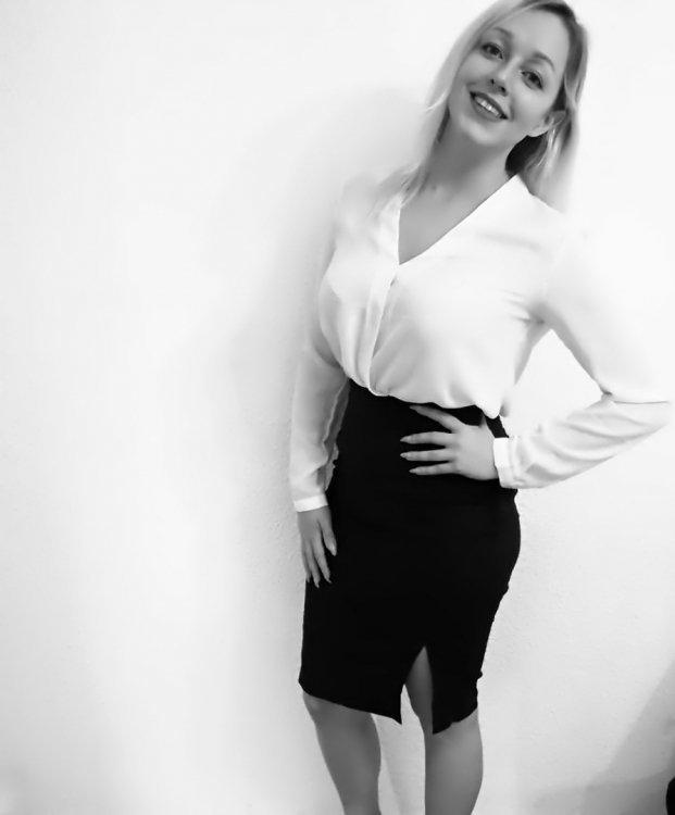 Model Pia-Nadine aus Berlin Haarfarbe: blond (mittel)