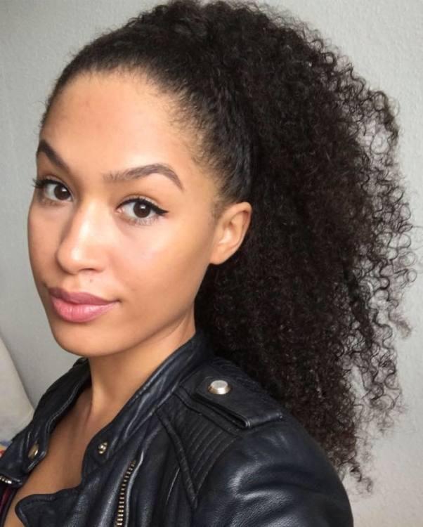Deborah aus M�nchen Haarfarbe: braun (dunkel), Augenfarbe: braun, Gr��e: 167, Deutsch: 0, Englisch: , Franz�sisch: , Spanisch: