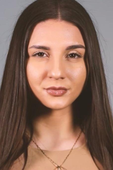 Model Maria Fernanda aus Wiesbaden Haarfarbe: braun (dunkel)