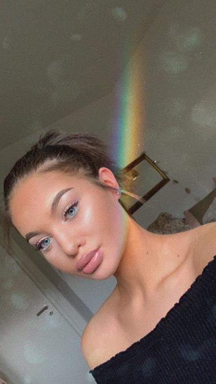Esra aus Gießen Haarfarbe: braun (mittel), Augenfarbe: blau, Größe: 171, Deutsch: 0, Englisch: , Französisch: , Spanisch: