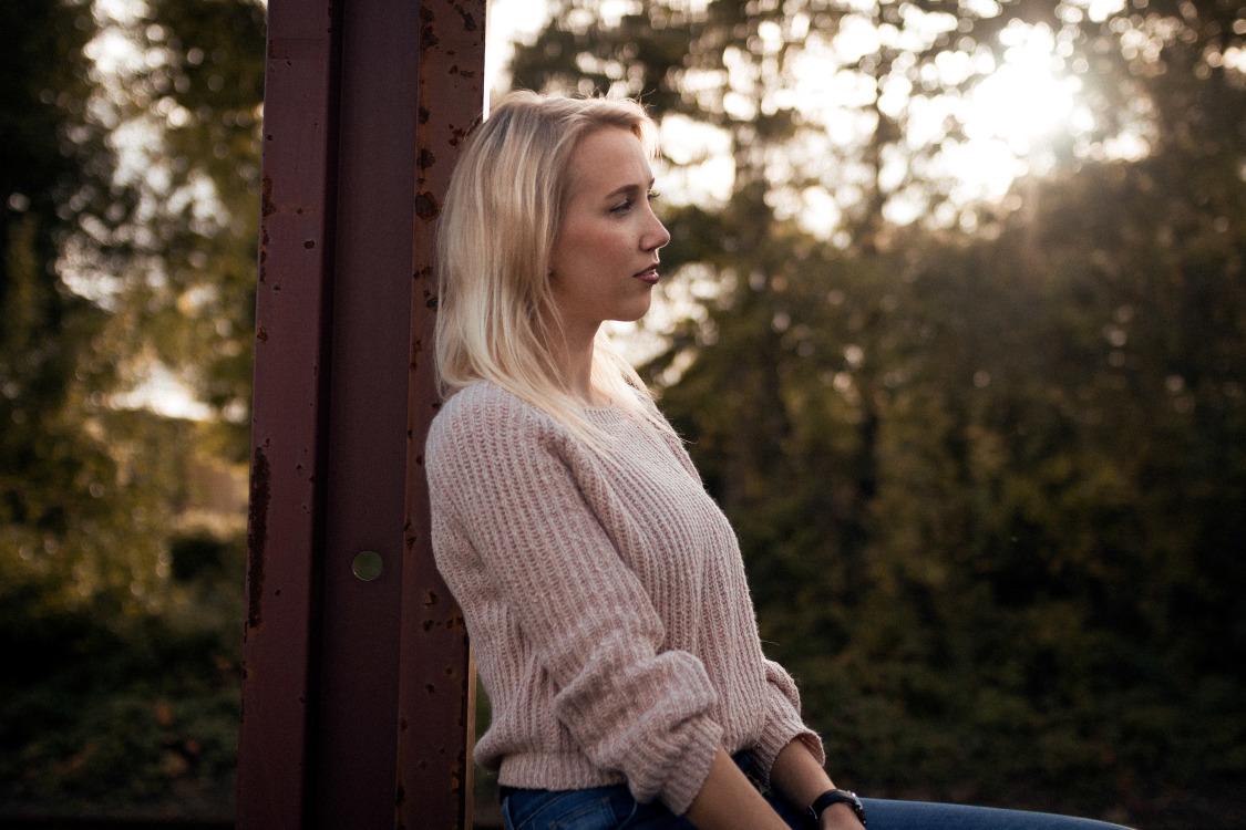 Hostess Sandra aus Köln, Nationalität deutsch, Haarfarbe blond (mittel)
