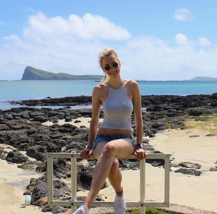 Hostess Sandra aus Köln, Konfektion 36, Studium Französisch, Geographie