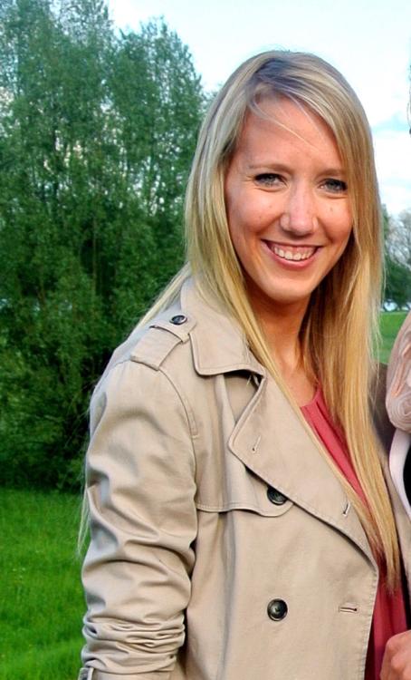 Model Sandra aus Köln Haarfarbe: blond (mittel)