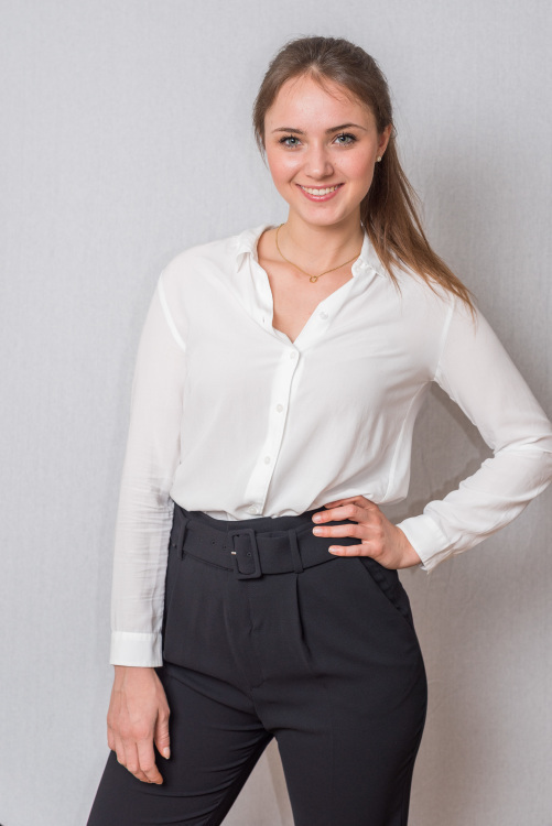 Hostess Alicia aus Mainz, Konfektion 38, Studium BWL