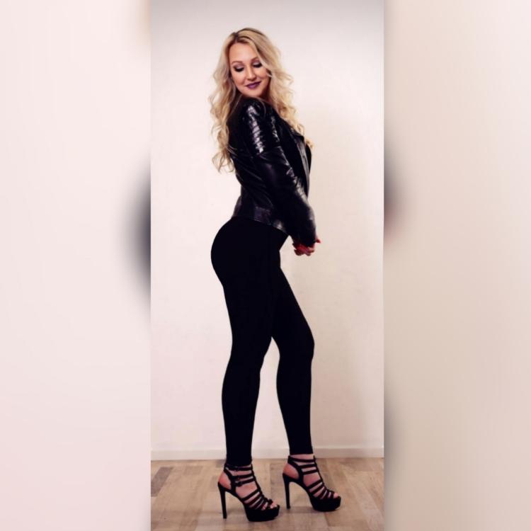 Model Chantal Elina aus Berlin  Haarfarbe: blond (hell)