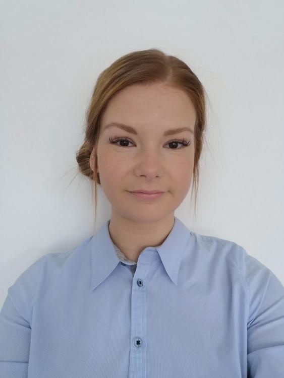 Model Cindy aus Köln Haarfarbe: rot (braun)