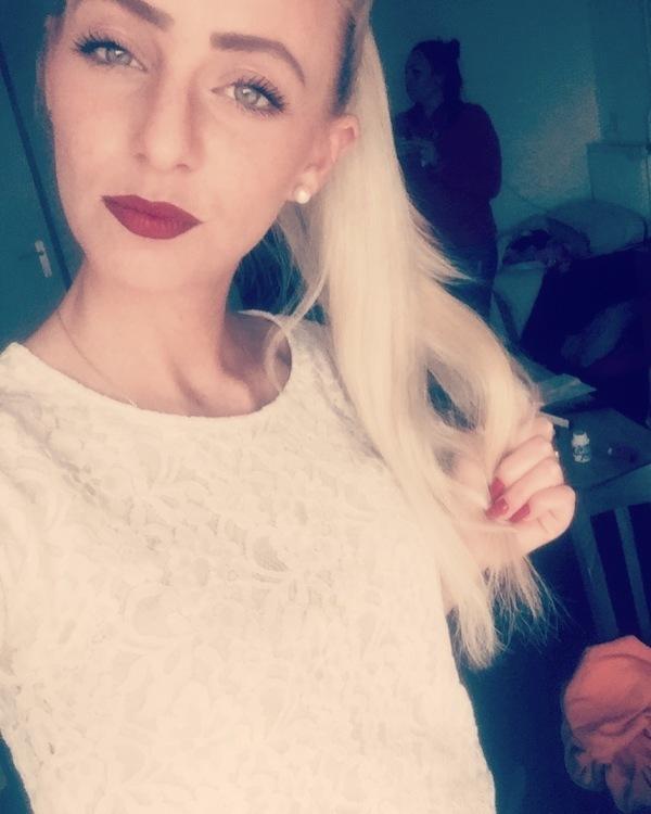 Hostess Isabel aus Bonn, Nationalität Deutsch, Haarfarbe blond (hell)