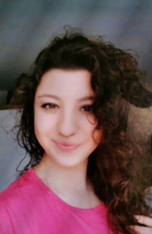 Model Asya aus Wuppertal Haarfarbe: braun (mittel)