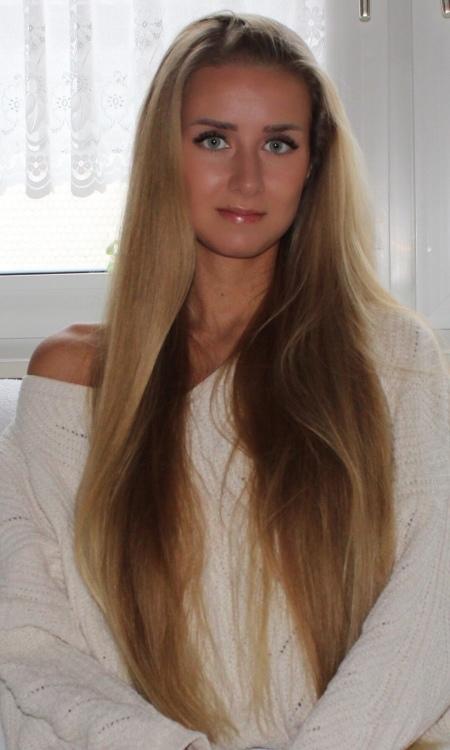 Hostess Maria aus Frankfurt, Konfektion 34, Studium Wirtschaftsrecht