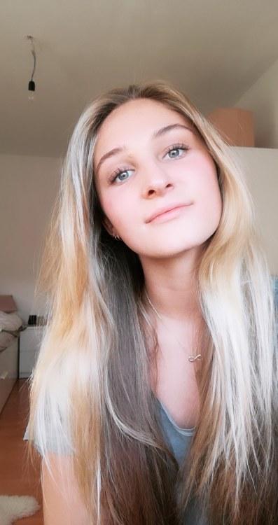 Aylin  aus Köln Haarfarbe: blond (mittel), Augenfarbe: blau, Größe: 175, Deutsch: 0, Englisch: , Französisch: , Spanisch: