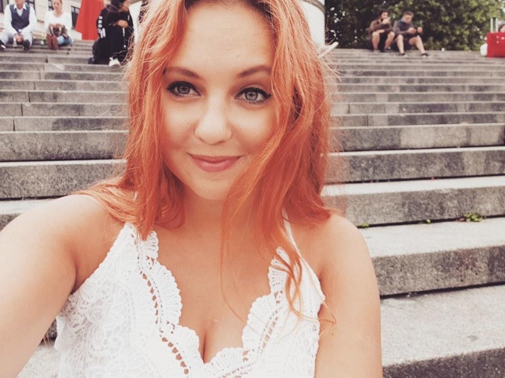 Hostess Natalia aus Düsseldorf, Konfektion 36, Studium Germanistik / Slavisitk