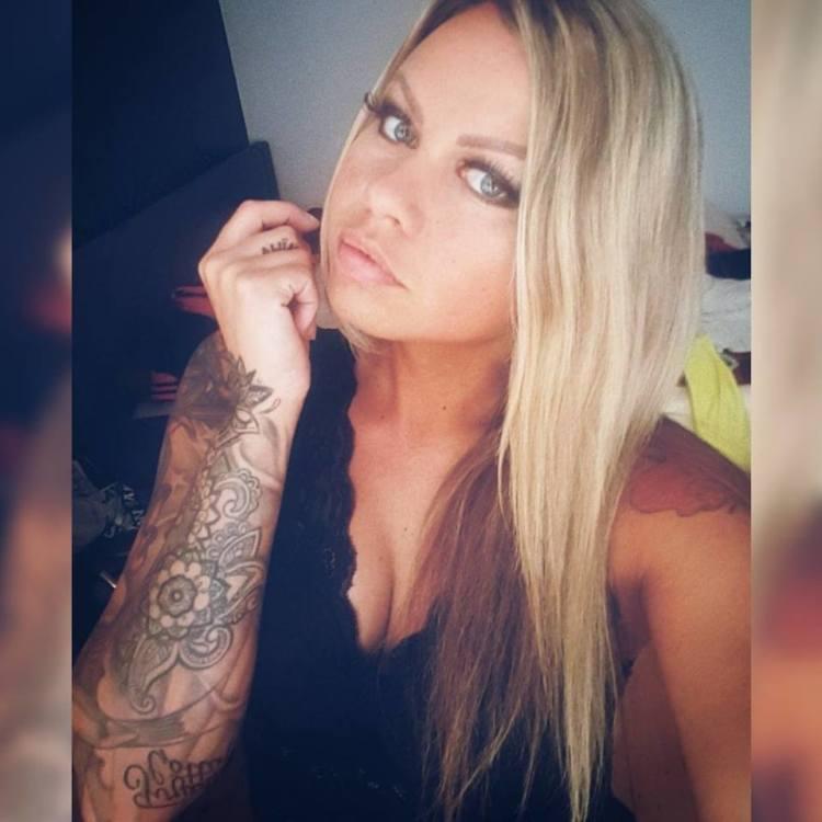 Iryna aus Hamburg Haarfarbe: blond (mittel), Augenfarbe: blau-grau, Gr��e: 166, Deutsch: 0, Englisch: , Franz�sisch: , Spanisch: