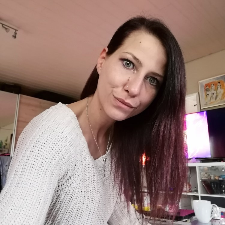 Hostess Sarah aus Dortmund, Konfektion 36, Studium -