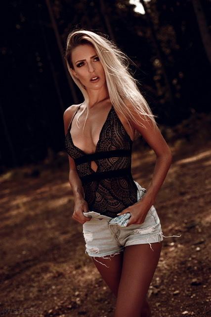 Rebecca aus Trier Haarfarbe: blond (hell), Augenfarbe: grün-grau, Größe: 166, Deutsch: 0, Englisch: , Französisch: , Spanisch: