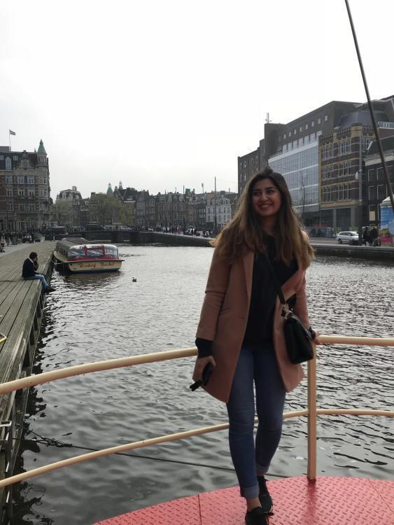 Hostess Gunay aus Duisburg, Konfektion 38, Studium