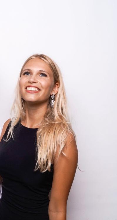 Zeller aus Konstanz  Haarfarbe: blond (mittel), Augenfarbe: blau-grau, Größe: 160, Deutsch: 0, Englisch: , Französisch: , Spanisch: