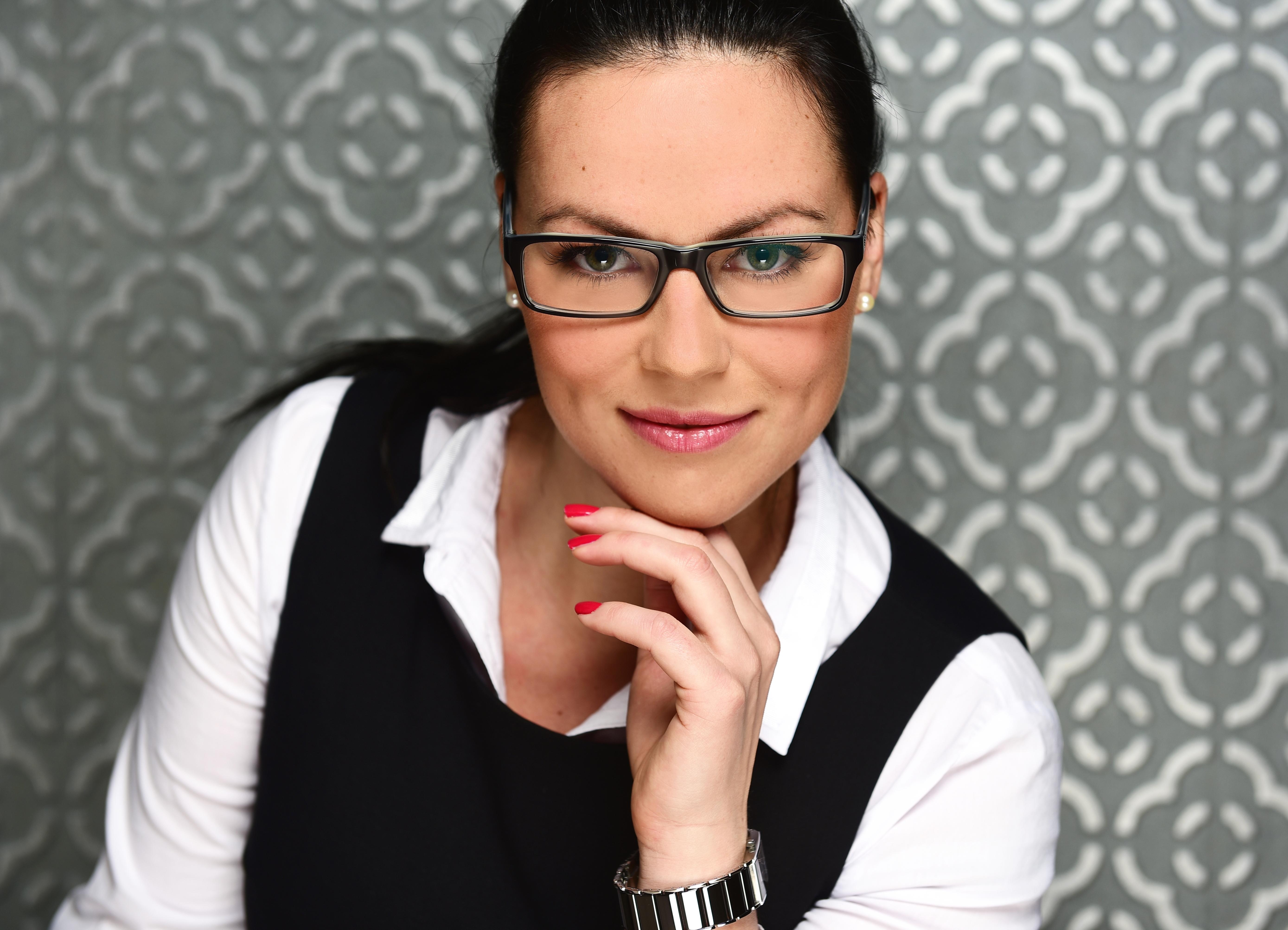 Hostess Anastasia  aus München , Konfektion 42, Studium BA Internationalsales Management, MA Supervision, Organisationsberatung und Coaching