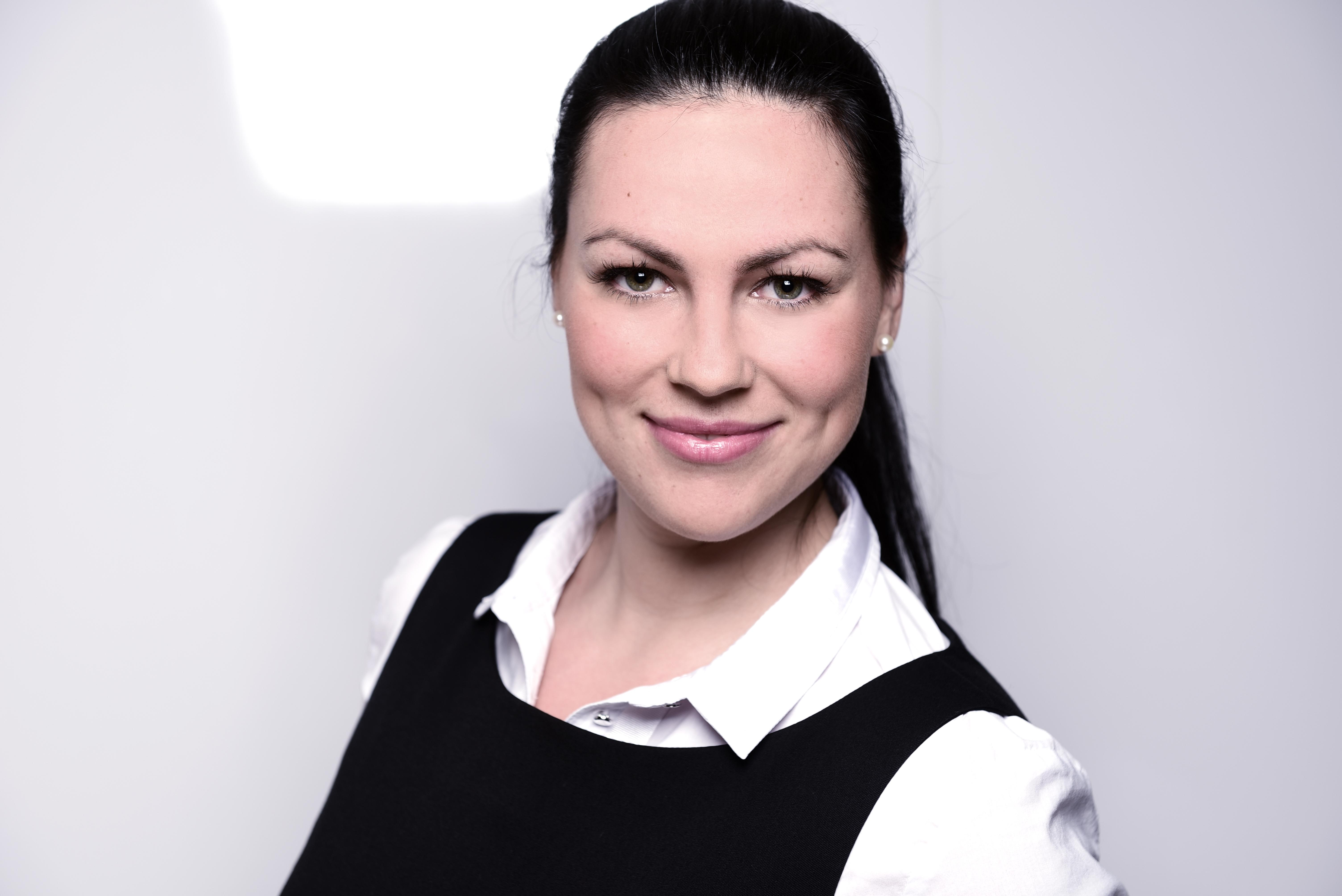 Anastasia  aus M�nchen  Haarfarbe: braun (dunkel), Augenfarbe: gr�n, Gr��e: 175, Deutsch: 0, Englisch: , Franz�sisch: , Spanisch: