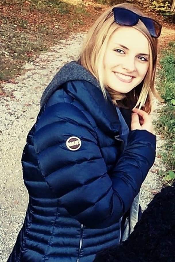 Hostess Carina aus Wien, Konfektion 36, Studium Human Medizin