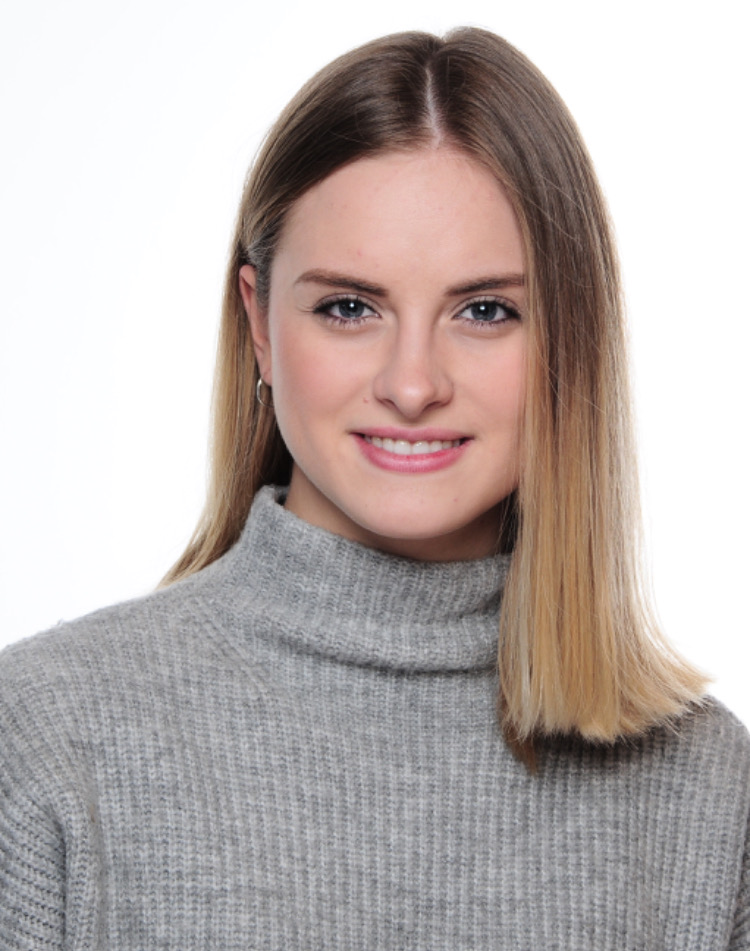 Carina aus Wien Haarfarbe: blond (mittel), Augenfarbe: blau-grau, Größe: 165, Deutsch: 0, Englisch: , Französisch: , Spanisch:
