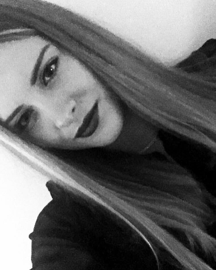 Hostess Carina aus Wien, Nationalität deutsch, Haarfarbe blond (mittel)