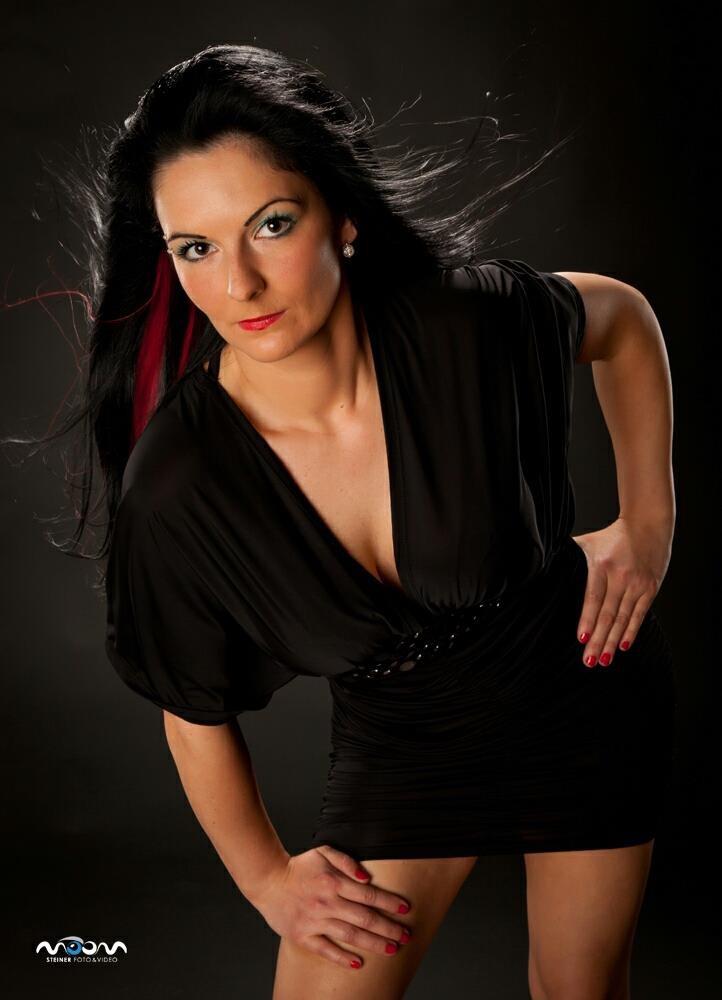 Sarah aus Aich-Assach Haarfarbe: schwarz, Augenfarbe: braun, Größe: 163, Deutsch: 0, Englisch: , Französisch: , Spanisch:
