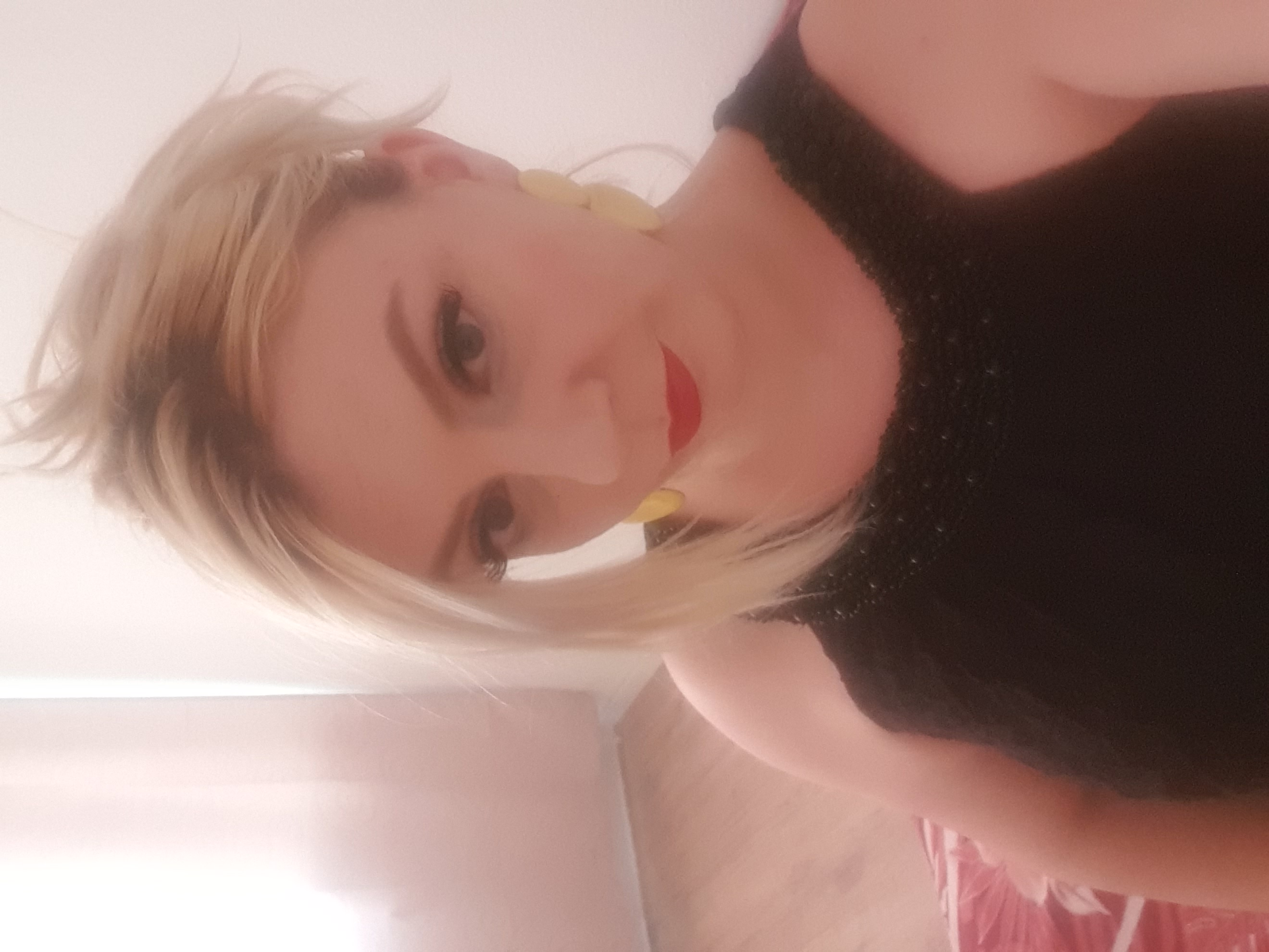 Model Anamaria aus Berlin Haarfarbe: blond (hell)