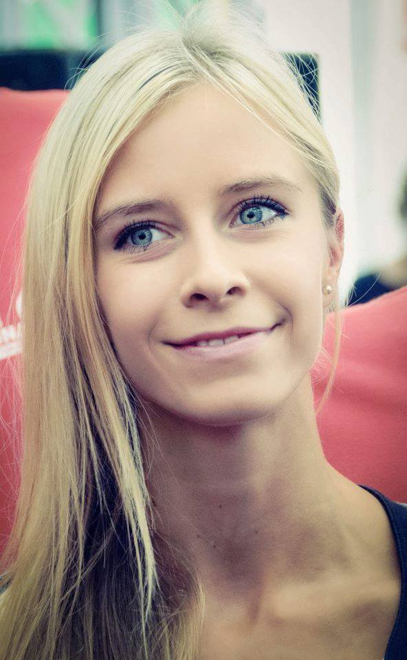 Lydia aus Wien Haarfarbe: blond (mittel), Augenfarbe: grün, Größe: 169, Deutsch: 0, Englisch: , Französisch: , Spanisch: