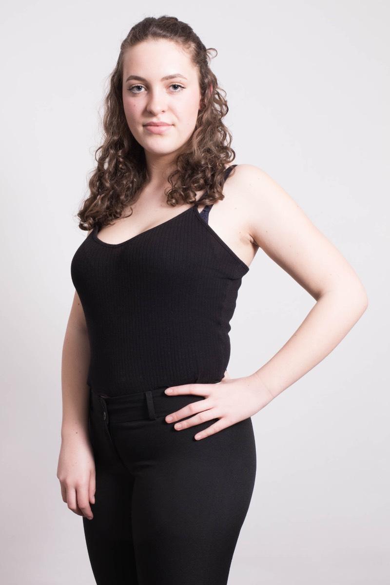 Pia Rosi aus Hamburg Haarfarbe: braun (mittel), Augenfarbe: blau, Gr��e: 167, Deutsch: 0, Englisch: , Franz�sisch: , Spanisch: