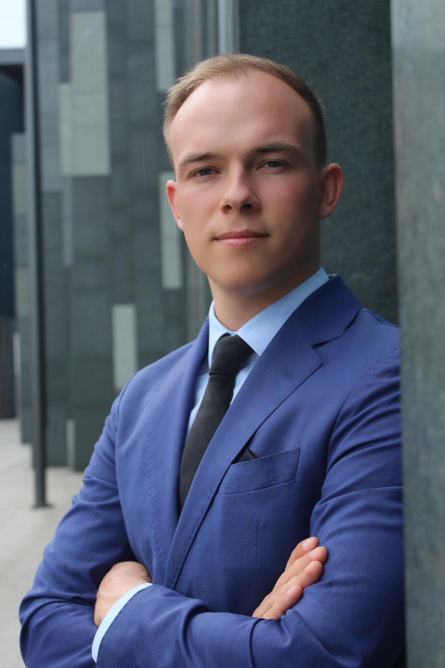 Fabian aus Leipzig Haarfarbe: blond (hell), Augenfarbe: blau-grau, Größe: 182, Deutsch: 0, Englisch: , Französisch: , Spanisch: