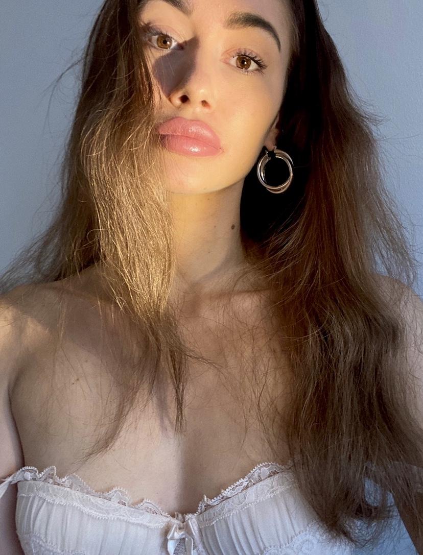 Hostess Astrid-Milena aus München , Nationalität deutsch/rumänisch, Haarfarbe braun (mittel)
