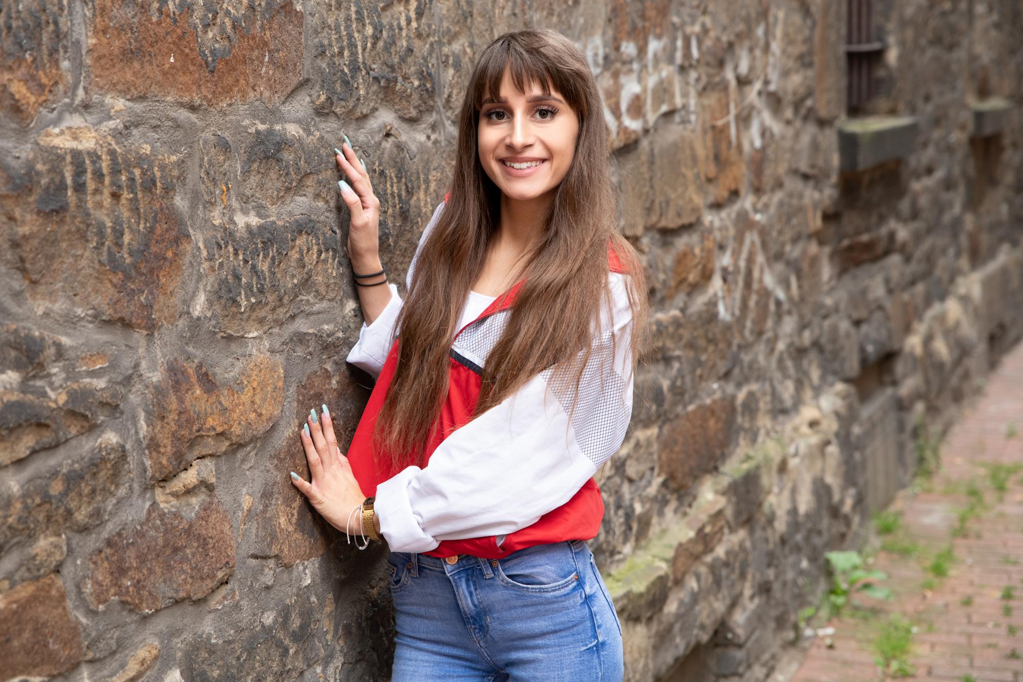 Pia aus Oberhausen/ dortmund Haarfarbe: braun (mittel), Augenfarbe: braun, Größe: 163, Deutsch: 0, Englisch: , Französisch: , Spanisch: