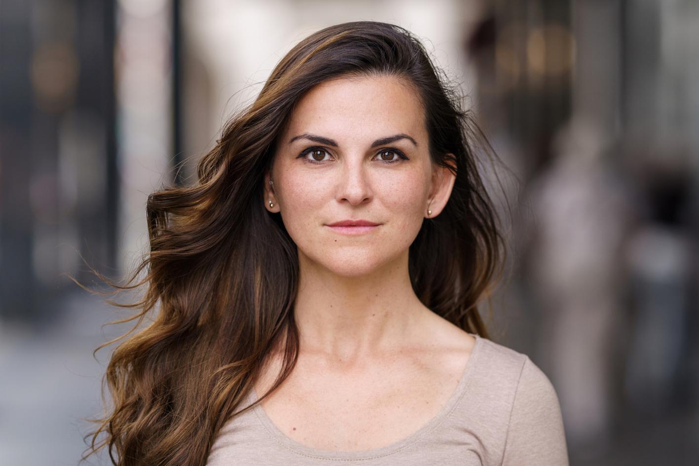 Sarah aus Berlin Haarfarbe: braun (mittel), Augenfarbe: braun, Gr��e: 165, Deutsch: 0, Englisch: , Franz�sisch: , Spanisch: