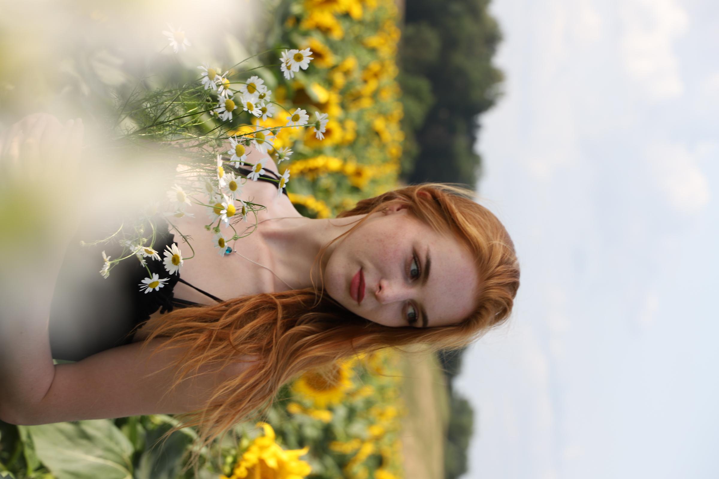 Anna-Sophie aus Angermünde Haarfarbe: rot (orange), Augenfarbe: blau, Größe: 176, Deutsch: 0, Englisch: , Französisch: , Spanisch: