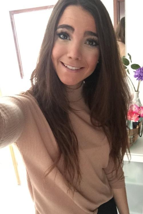 Nadine aus Hünstetten Haarfarbe: braun (mittel), Augenfarbe: braun, Größe: 176