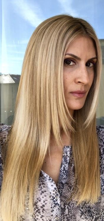 Hostess Natalia aus Stuttgart, Nationalität Italienisch, Haarfarbe braun (mittel)