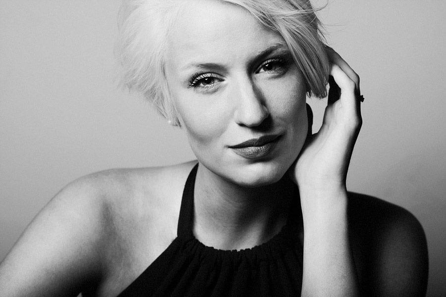 Jasmin aus Leipzig Haarfarbe: blond (hell), Augenfarbe: blau, Größe: 174, Deutsch: Muttersprache, Englisch: Fliessend, Französisch: nein, Spanisch: nein
