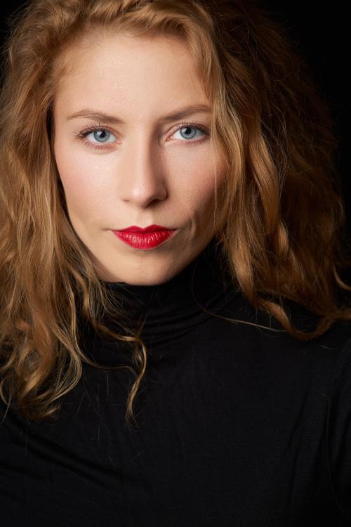 Model Jeannine aus Berlin Haarfarbe: rot (blond)