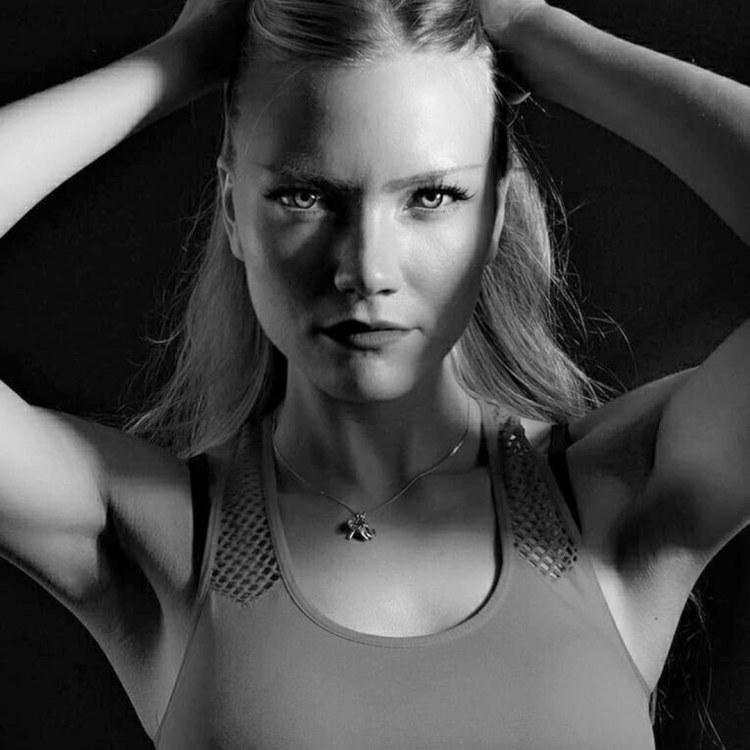 Model Alina aus Hamburg  Haarfarbe: blond (mittel)
