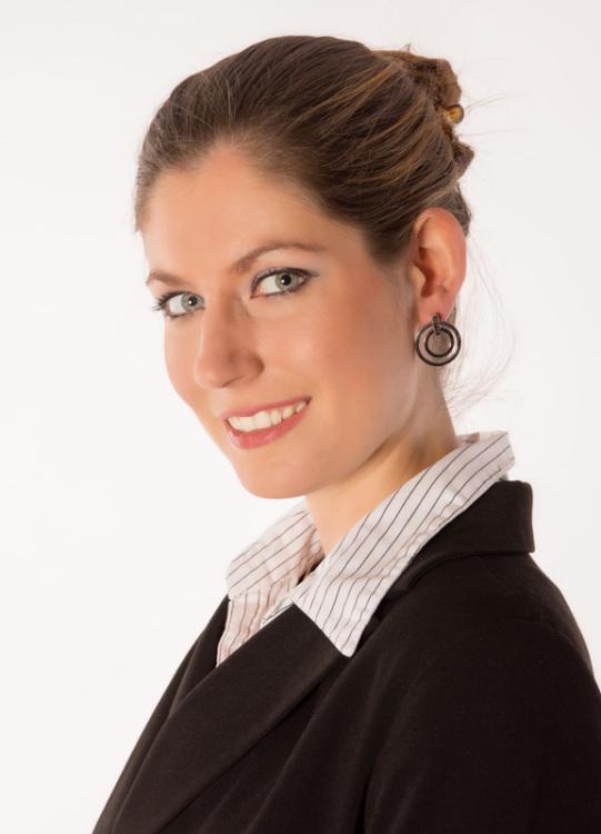 Constanze aus Nürnberg Haarfarbe: braun (mittel), Augenfarbe: blau-grau, Größe: 171, Deutsch: Muttersprache, Englisch: Fliessend, Französisch: nein, Spanisch: nein