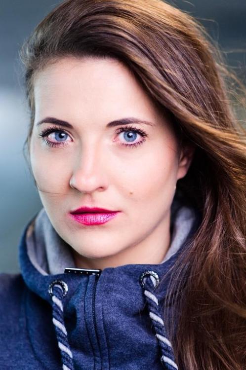 hostess Stella-carlotta, Studium: Vokalpädagoge Popularmusik