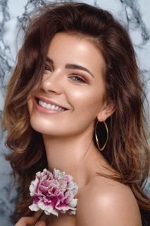 Model Anne-Katrin aus Berlin Haarfarbe: braun (mittel)